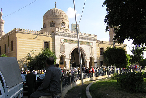 Friday crowds at al-Sayyida Nafisa Mosque