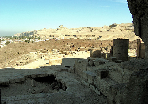 Temple and town at Tihna el-Gebel