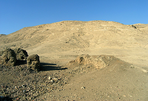 Tombs & mudbrick structures at Deir el-Gabrawi