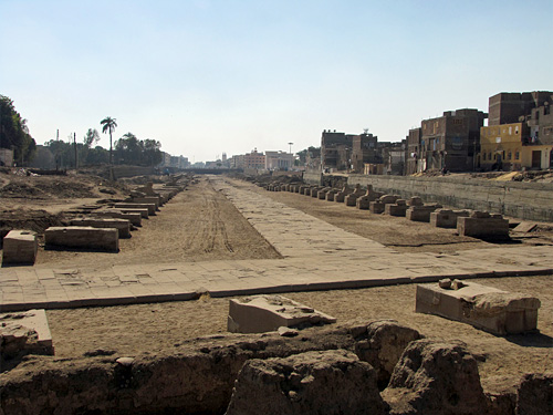 Crossroads to the Temple of Mut